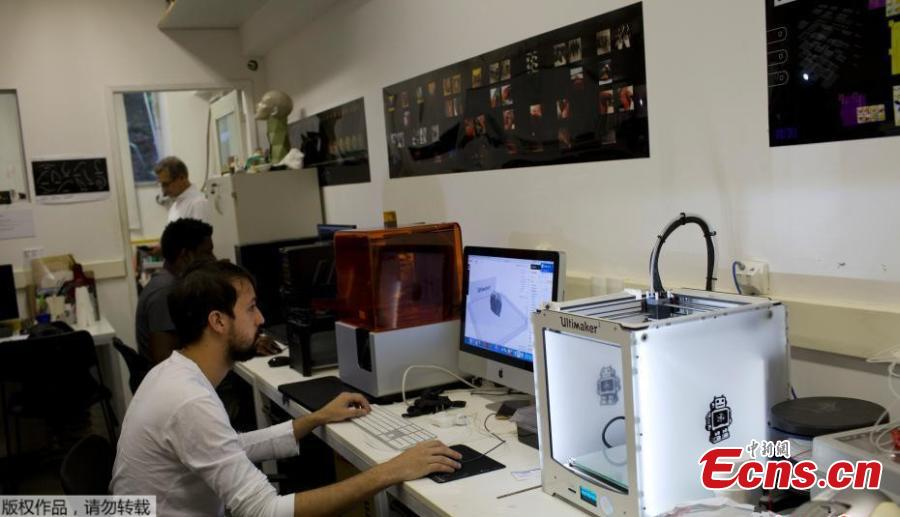 Researchers work in 3D prints at the Pontifical Catholic University in Rio de Janeiro, Brazil, Sept. 5, 2018. About 300 pieces of the Brazil\'s National Museum that were scanned and some printed in 3D could help to rebuild part of the heritage lost in the fire this weekend. Since 2000, researchers at the PUC worked together with the museum, scanning and printing some of the most important objects of the institution. (Photo/Agencies)