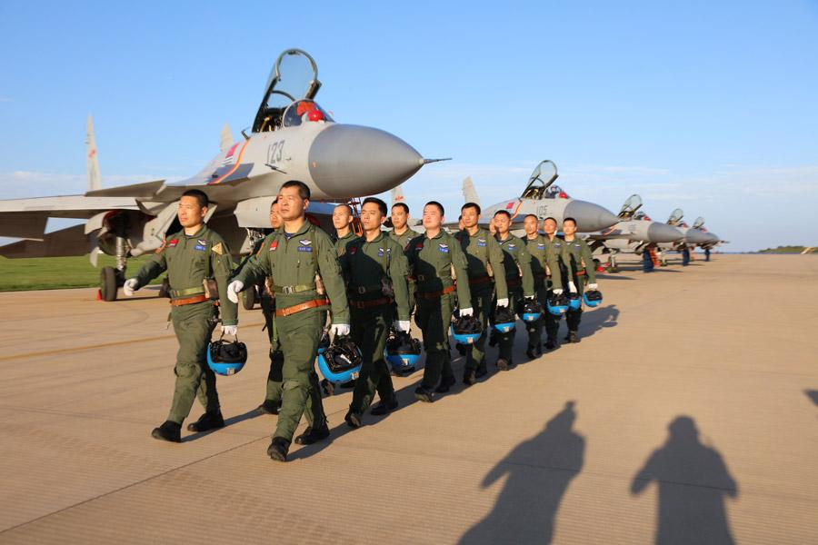 Pilots of J-15 fighter jets in training. (Photo provided to chinadaily.com.cn)