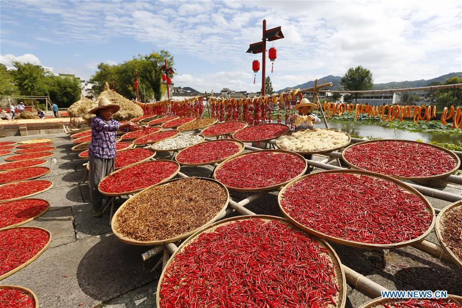 Villagers air crops at Chengkan Ancient Village in the city of Huangshan, east China\'s Anhui Province, on Sept. 12, 2018. (Xinhua/Shi Yalei)