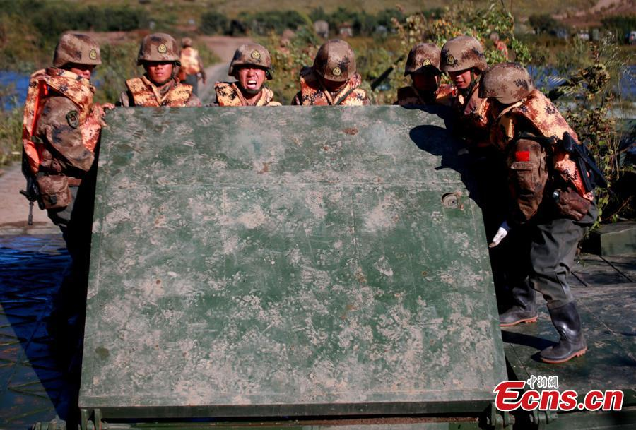Chinese soldiers build a floating bridge during the Vostok-2018 (East-2018) military exercise at the Tsugol training range in the Trans-Baikal region in Russia, Sept. 13, 2018. The drills are aimed at consolidating and developing the China-Russia comprehensive strategic partnership of coordination, deepening pragmatic and friendly cooperation between the two armies, and further strengthening their ability to jointly deal with varied security threats, the Chinese Ministry of National Defense announced. (Photo: China News Service/Li Chun)
