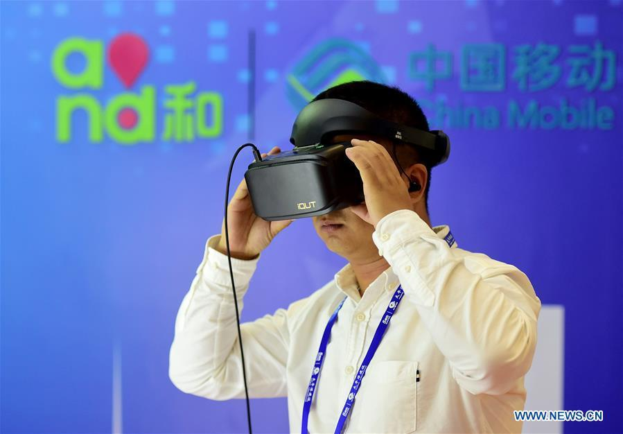 A visitor experiences virtual reality live broadcast at the 15th China-ASEAN Expo in Nanning City, south China\'s Guangxi Zhuang Autonomous Region, Sept. 13, 2018. High-tech exhibits attracted many visitors at the expo. (Xinhua/Zhao Dingzhe)