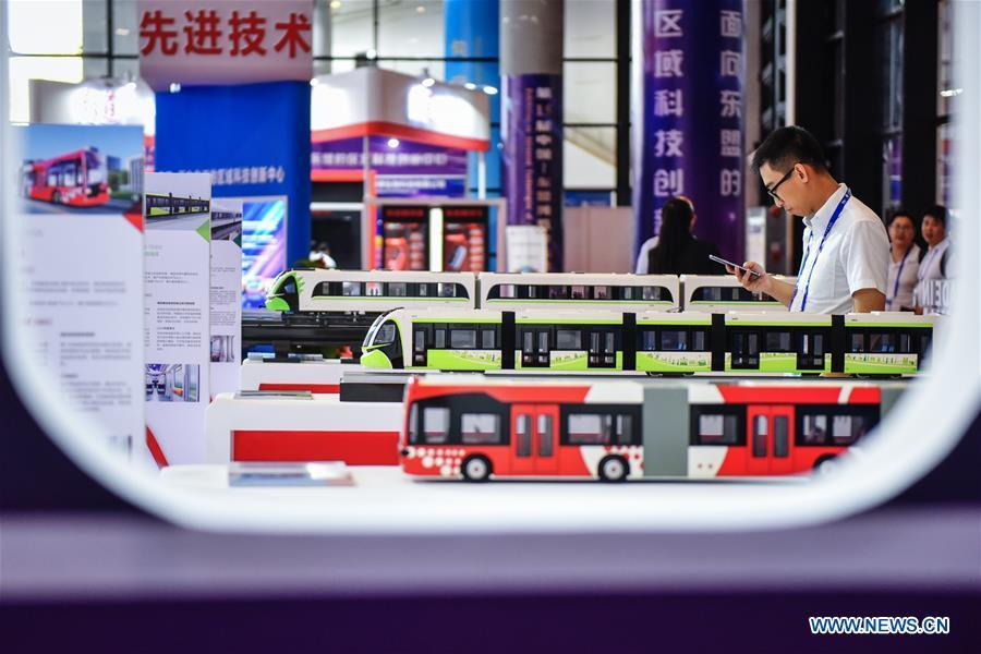 Photo taken on Sept. 13, 2018 shows bus models at the 15th China-ASEAN Expo in Nanning City, south China\'s Guangxi Zhuang Autonomous Region. High-tech exhibits attracted many visitors at the expo. (Xinhua/Li Mangmang)