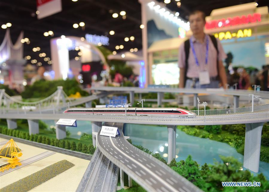 Photo taken on Sept. 13, 2018 shows a model of high-speed railway at the 15th China-ASEAN Expo in Nanning City, south China\'s Guangxi Zhuang Autonomous Region. High-tech exhibits attracted many visitors at the expo. (Xinhua/Zhao Dingzhe)
