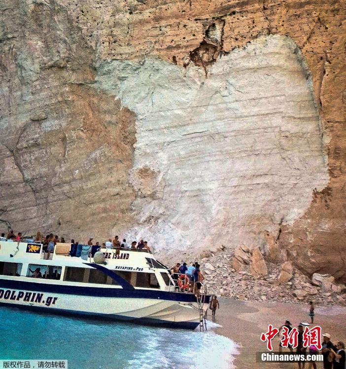 A general view shows the beach Navagio following a rockfall, in the island of Zakynthos, Greece September 13, 2018. At least seven people were injured in the accident, Greek authorities said.(Photo/Agencies)