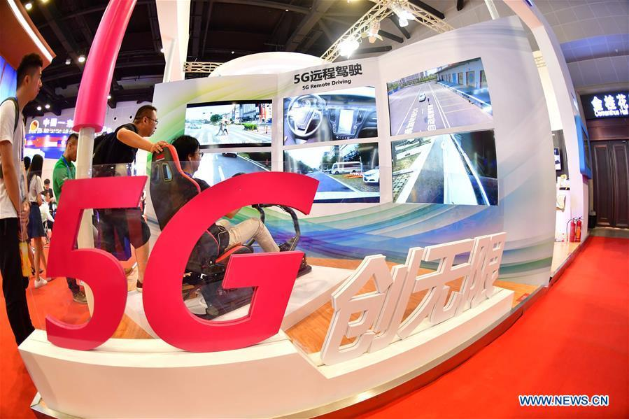 A visitor experiences 5G remote driving at the 15th China-ASEAN Expo in Nanning City, south China\'s Guangxi Zhuang Autonomous Region, Sept. 13, 2018. High-tech exhibits attracted many visitors at the expo. (Xinhua/Huang Xiaobang)