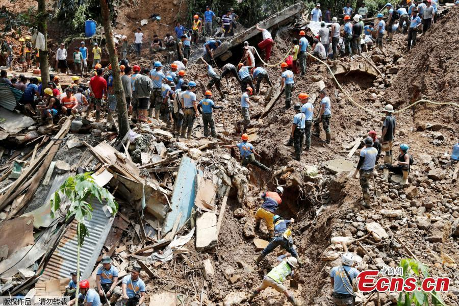 Rescuers dig on the site where victims were believed to have been buried by a landslide after Typhoon Mangkhut barreled across Itogon, Benguet province, northern Philippines, Sept. 17, 2018. Itogon Mayor Victorio Palangdan said that at the height of the typhoon\'s onslaught Saturday afternoon, dozens of people, mostly miners and their families, rushed into an old three-story building in the village of Ucab. The building, a former mining bunkhouse that had been transformed into a chapel, was obliterated when part of a mountain slope collapsed. (Photo/Agencies)