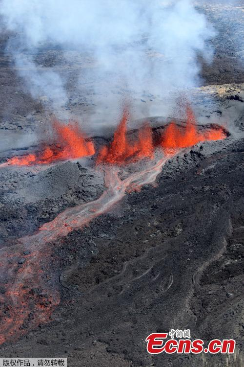 Dramatic pictures show lava and steam spewing from a volcano on the Indian Ocean island of Reunion on Sept. 15, 2018, according to the Piton de la Fournaise volcano observatory (OVPF). (Photo/Agencies)