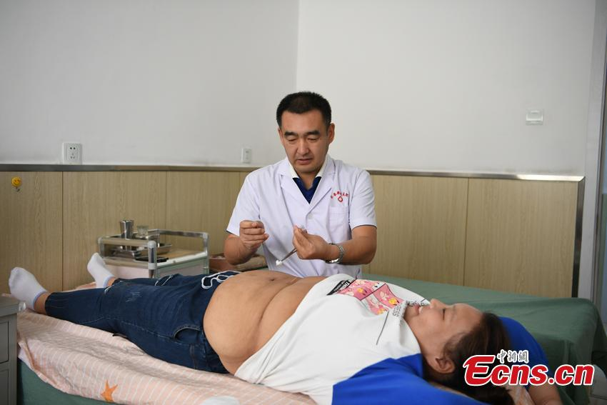 Zuo Yaci, 21, receives treatment to lose weight at a hospital in Changchun, Jilin Province. She dropped out of school in Hebei Province because she was plus-size when just a second-year middle school student. Zuo began receiving treatment to lose weight at a hospital in September 2017, slashing her weight to 100 kilograms. She says she now feels more confident and optimistic about life. (Photo: China News Service/Zhang Yao)