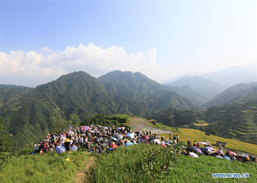 Villagers and tourists have a picnic during harvest celebrations held at a village of Miao ethnic group in Gandong Township in Miao Autonomous County of Rongshui, south China\'s Guangxi Zhuang Autonomous Region, Sept. 15, 2018. (Xinhua/Long Tao)