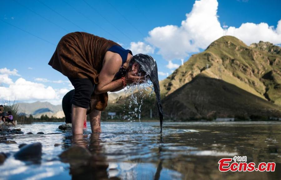 People celebrate the Karma Dunba (The Bathing Festival) in the Lhasa River in Lhasa City, Southwest China's Tibet Autonomous Region, Sept. 15, 2018. Legend has it bathing during the period is beneficial to health. (Photo: China News Service/He Penglei)