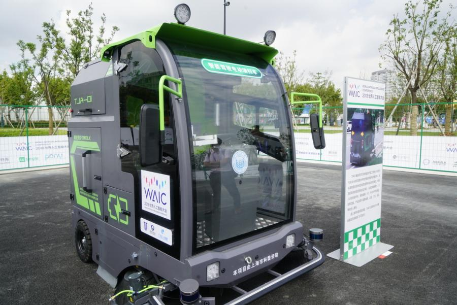 Automated driving vehicles are displayed in the AI Park Interactive Displays section during the World Artificial Intelligence Conference 2018 in Shanghai on Sept 18. The types of vehicles on show include sedans, buses, sanitation trucks and delivery vehicles. (Photo provided to chinadaily.com.cn)