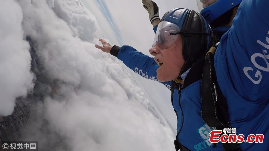 Harry Read, 94, takes to the skies from Old Sarum airfield in Salisbury, Wiltshire, and jumped 10,000ft. The D-Day veteran has completed his first high-level skydive since parachuting into Normandy in 1944. Read did the jump to raise money for the Salvation Army, of which he is a life-long member, to help fund the charity\'s anti-trafficking and modern slavery work in the UK. (Photo/VCG)