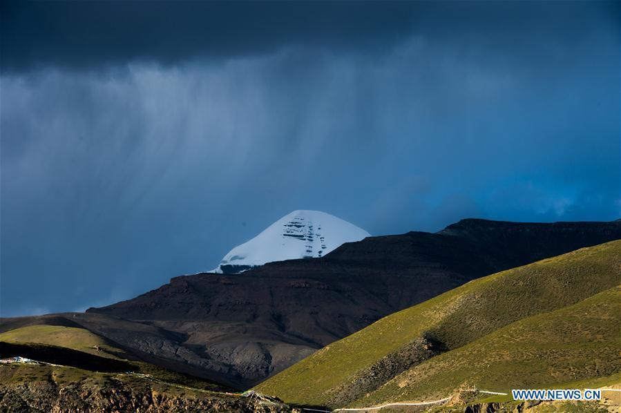 Photo taken on Sept. 13, 2018 shows a view of 6,656-meter-high Mount Kangrinboqe, main peak of the Gangdise Range, in Pulan County of Ali Prefecture, southwest China\'s Tibet Autonomous Region. (Xinhua/Dainzin Nyima Choktrul)