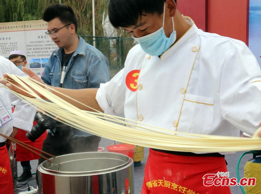 A contestant makes Lamian (hand-pulled noodles) during a contest in Haidong City, Northwest China's Qinghai Province, Sept. 18, 2018. Nearly 200 contestants from 60 teams from across the nation participated in the Lamian skills contest, where they competed to make five versions of Lamian in different thicknesses. (Photo: China News Service/Ma Mingyan)
