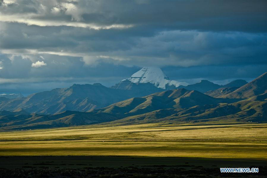 Photo taken on Sept. 11, 2018 shows a view of 6,656-meter-high Mount Kangrinboqe, main peak of the Gangdise Range, in Pulan County of Ali Prefecture, southwest China\'s Tibet Autonomous Region. (Xinhua/Purbu Zhaxi)
