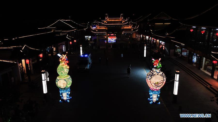 Photo taken on Sept. 19, 2018 shows lanterns in Zhouzhuang ancient town in Kunshan, east China\'s Jiangsu Province. A lantern fair to greet the upcoming Mid-Autumn Festival kicked off here on Wednesday. (Xinhua/Ji Chunpeng)