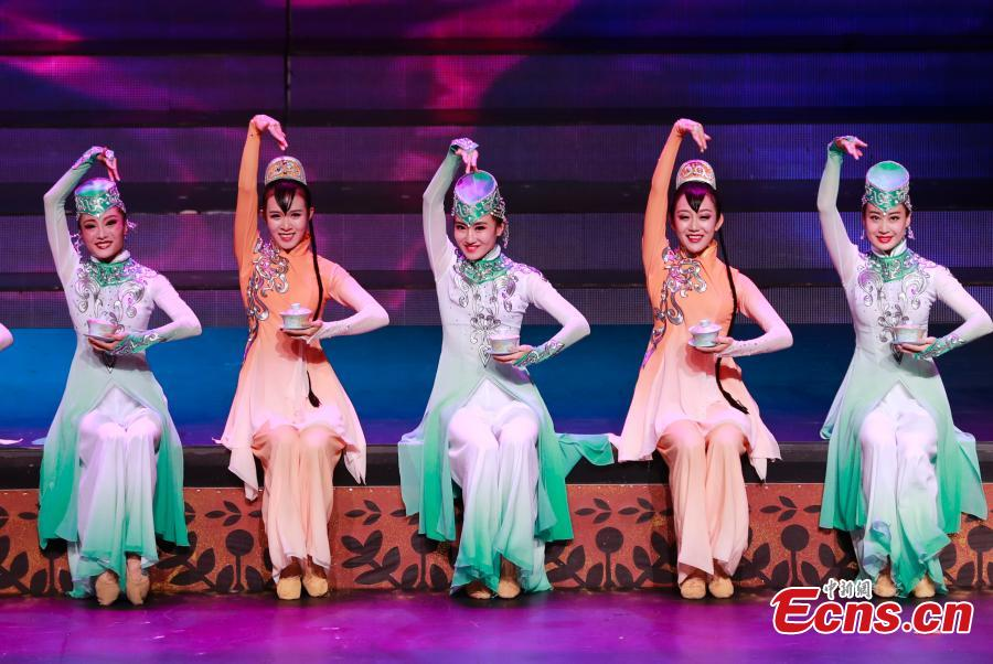 Dancers perform at an evening gala to celebrate the 60th anniversary of the founding of the Ningxia Hui autonomous region in Yinchuan on Sept 19, 2018. (Photo: China News Service/ Du Yang)