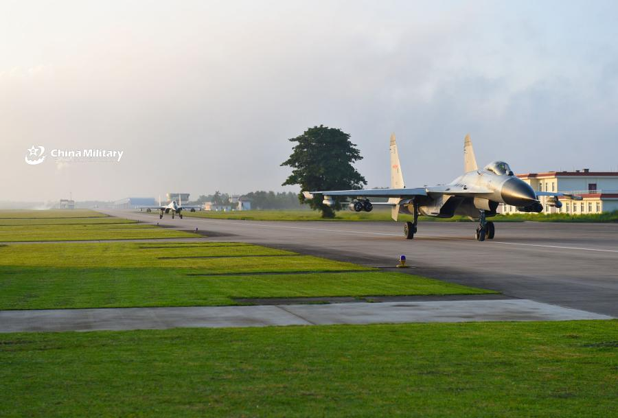 Two J-11B fighter jets attached to an aviation brigade of the South China Sea Fleet under the PLA Navy taxi on the runway before takeoff for a live-fire flight training exercise at a shooting range near the South China Sea on September 19, 2018. (Photo/eng.chinamil.com.cn)