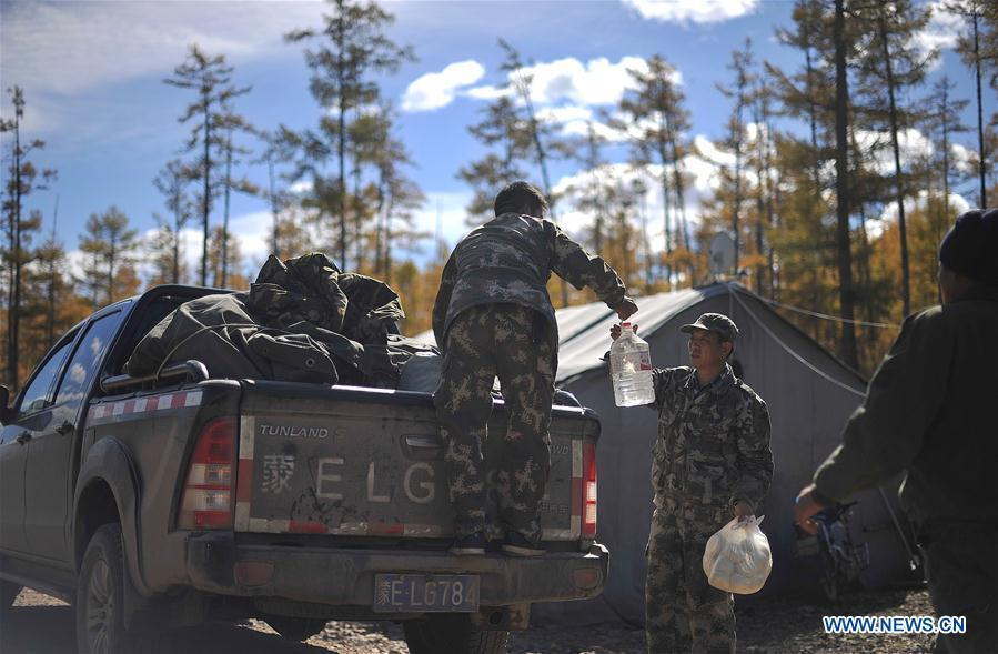 Foresters transport food and water to the reindeer breeding base in Yue\'anli Forest Farm of Genhe forestry bureau in the Greater Khingan Mountains of north China\'s Inner Mongolia Autonomous Region, Sept. 18, 2018. Staff members at Yue\'anli Forest Farm are responsible for the conservation and breeding work of reindeer in China. (Xinhua/Yu Yang)