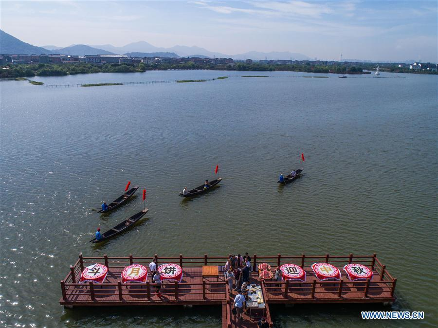 Aerial photo taken on Sept. 19, 2018 shows Chinese characters made of crops on Dingshan Lake of Tangqi Township in Hangzhou, capital of east China\'s Zhejiang Province. The locals held various folk activities to celebrate the coming of China\'s first Farmers\' Harvest Festival and the Mid-Autumn Festival. (Xinhua/Xu Yu)