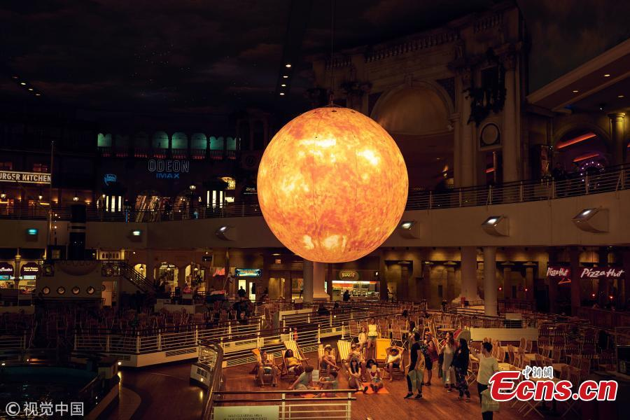 A giant artificial sun is being installed at the intu Trafford Centre shopping mall in Manchester to celebrate the second hottest summer in the UK. The glowing, bright orange sphere took 12 weeks to build, has a 15-metre circumference and shines as brightly as 12,000 lightbulbs.  (Photo/VCG)