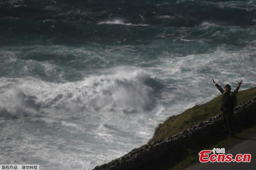 A man looks out at rough sea from Slea Head during Storm Ali in Coumeenoole, Ireland, Sept. 19, 2018. A woman died on Wednesday when high winds blew her caravan off a cliff in the Irish Republic and a man died in Northern Ireland as Storm Ali grounded flights and left over 200,000 people across the island without electricity. (Photo/Agencies)