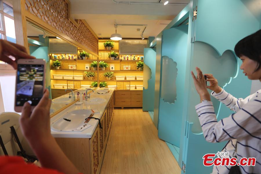 A view of a newly-opened baby care room at the Palace Museum in Beijing, Sept. 19, 2018. It\'s a first for the museum, also known as the Forbidden City, where previously there was no specific space set aside for the care of babies. The space includes three nursery rooms and other facilities made of high-quality materials. (Photo: China News Service/Sheng Jiapeng)