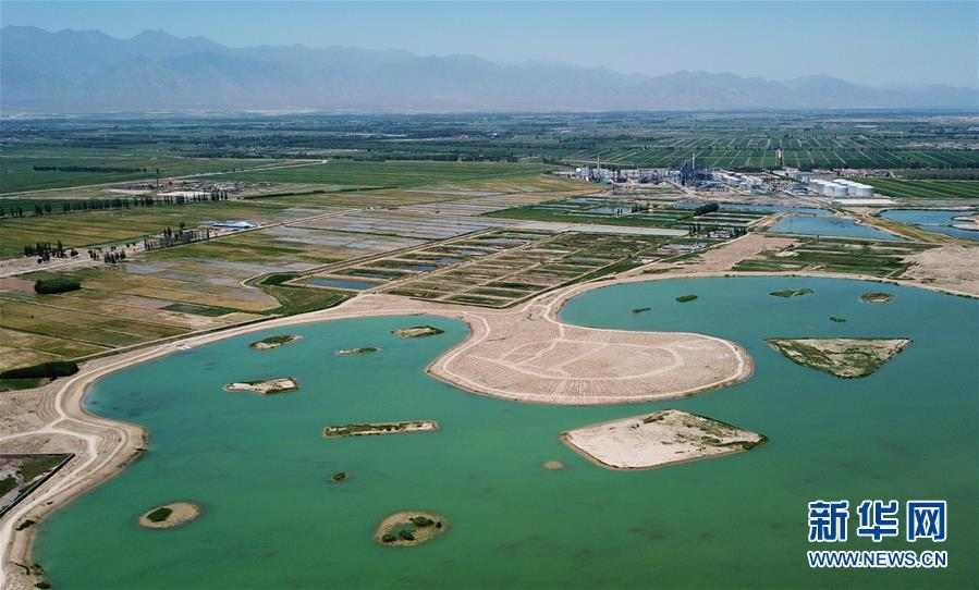 A photo taken June 13 shows Xiniu Lake under restoration in Yinchuan, capital of Ningxia Hui autonomous region. (Photo/Xinhua)