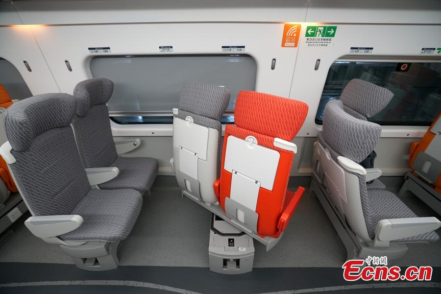 A view of the compartment for second-class seats in the high-speed train used for the Guangzhou-Shenzhen-Hong Kong Express Rail Link, Sept. 23, 2018. The second-class seats feature different colors and a wavelike pattern on the floor. Folding seat and magazine holders are provided for passengers. The backrest of each seat is adjustable. (Photo: China News Service/Zhang Wei)