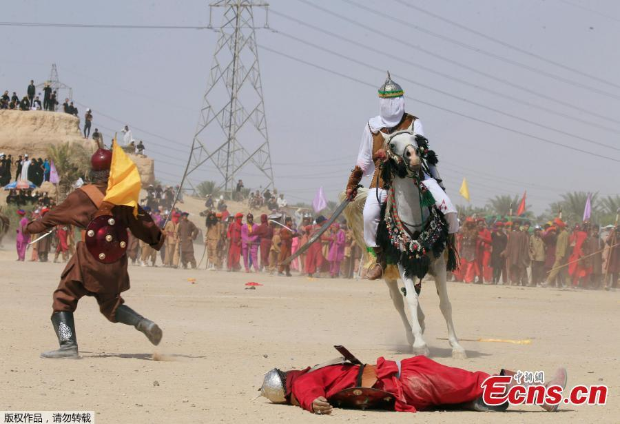 Local actors dressed as ancient warriors re-enact a scene from the 7th century battle of Karbala to commemorate Ashura in Najaf, Sept. 20, 2018. (Photo/Agencies)