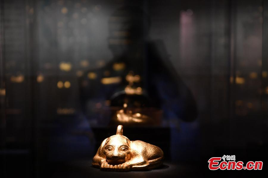 A gold, animal-shaped statue weighing nine kilograms and the heaviest among new finds, is on display at a goldware exhibition in Chengdu City, Southwest China's Sichuan Province, Sept. 20, 2018. As the country's largest such exhibition, it showcased gold relics from before the 14th century excavated in China. The displays included more than 850 pieces (in 350 sets) of fine goldware from 19 provinces, autonomous regions, municipalities as well as 40 archaeological and cultural institutions. (Photo: China News Service/Zhang Lang)