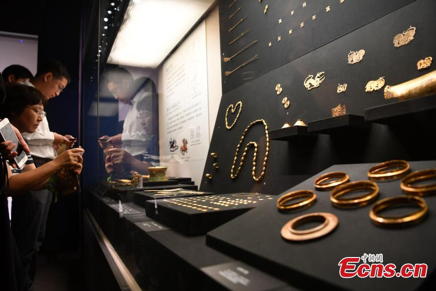 Goldware on display at an exhibition in Chengdu City, Southwest China's Sichuan Province, Sept. 20, 2018. As the country's largest such exhibition, it showcased gold relics from before the 14th century excavated in China. The displays included more than 850 pieces (in 350 sets) of fine goldware from 19 provinces, autonomous regions, municipalities as well as 40 archaeological and cultural institutions. (Photo: China News Service/Zhang Lang)