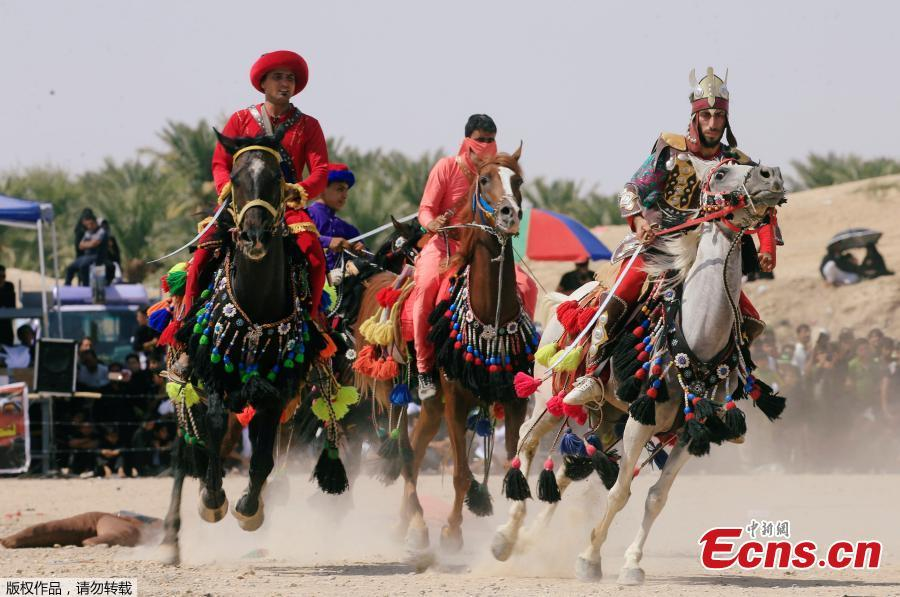 Local actors ride horses and dressed as ancient warriors re-enact a scene from the 7th century battle of Karbala to commemorate Ashura in Najaf, Sept. 20, 2018. (Photo/Agencies)