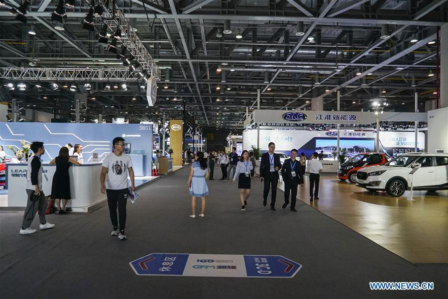 Visitors look at exhibits at the Future of Transportation World Conference in Hangzhou, east China\'s Zhejiang Province, Sept. 20, 2018. (Xinhua)