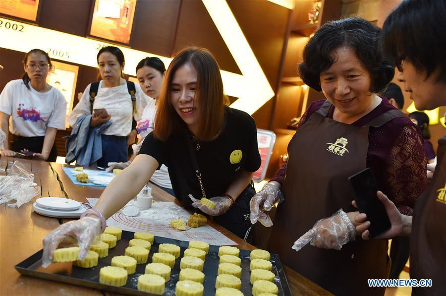 People make mooncakes at a fair to greet the traditional Mid-Autumn Festival in Tianjin, north China, Sept. 21, 2018. The Mid-Autumn Festival falls on the 15th day of the eighth month of the Chinese lunar calendar, or Sept. 24 this year. (Xinhua/Li Ran)
