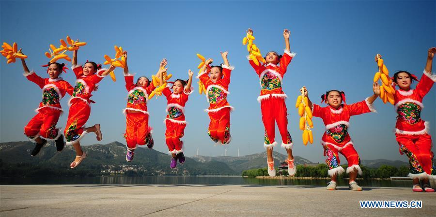 Girls perform in an activity marking China\'s first Farmers\' Harvest Festival in Zibo, east China\'s Shandong Province, Sept. 23, 2018. People across China hold various activities to celebrate the country\'s first Farmers\' Harvest Festival, which falls on Sept. 23 this year. (Xinhua/Liu Bingyou)