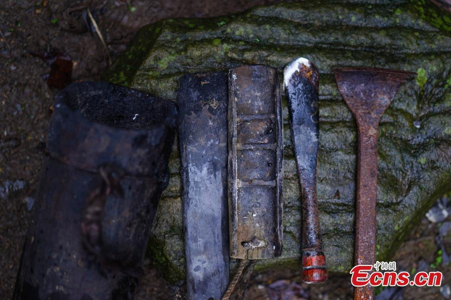 Tools used to cut open a tree to take sap, which is used to make a durable coating called lacquer, in Dafang County, Southwest China's Guizhou Province, Sept. 23, 2018. The period from early summer to late autumn each year is said to be the best time to reap lacquer in the mountainous county, which has seen a rapid increase in online sales of the product. (Photo: China News Service/He Junyi)