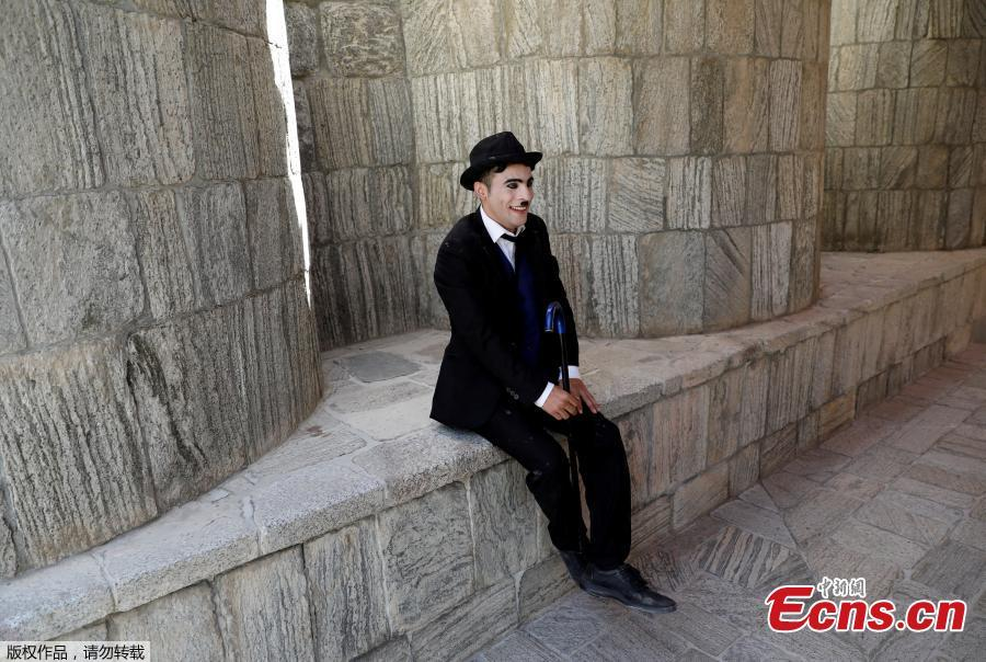 Afghanistan\'s Charlie Chaplin, Karim Asir, 25, sits before his performance in Kabul, Afghanistan, Aug. 29, 2018. Karim Asir says he has witnessed suicide attacks, explosions and threats from hardline Islamic militant groups, but is determined to waddle and bumble to fulfill the primary goal of his life. (Photo/Agencies)