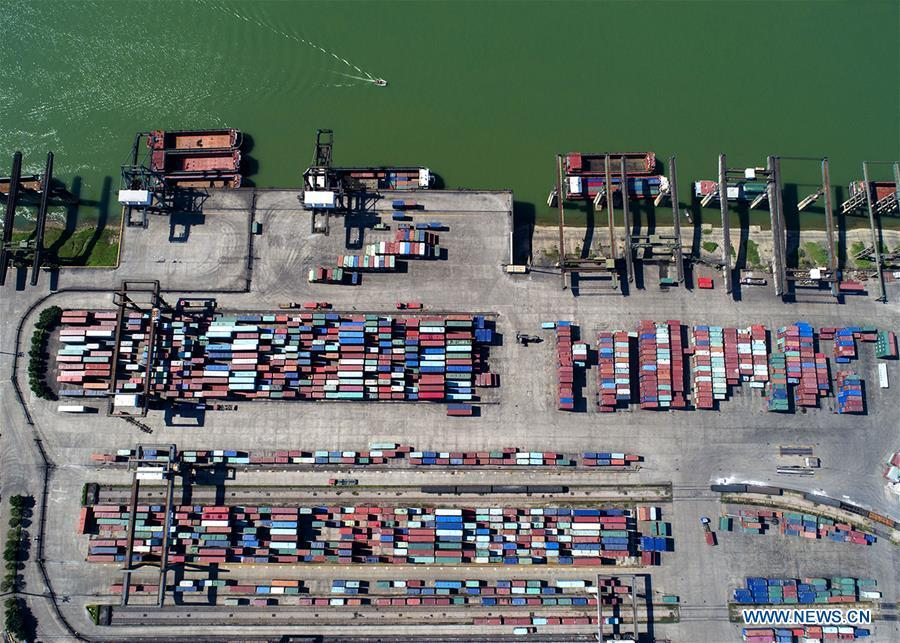 Aerial photo taken on March 9, 2018 shows the Luobowan container port on the Xijiang River in Guigang, south China\'s Guangxi Zhuang Autonomous Region. Xijiang River is an important trade route in southwest China. (Xinhua/Zhou Hua)