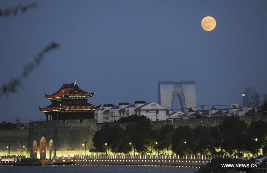 Photo taken on Sept. 24, 2018 shows the full moon in the sky in Suzhou, east China\'s Jiangsu Province. The Mid-Autumn Festival, which falls on Sept. 24 this year, is a traditional Chinese festival with a custom of family reunion. (Xinhua/Hang Xingwei)