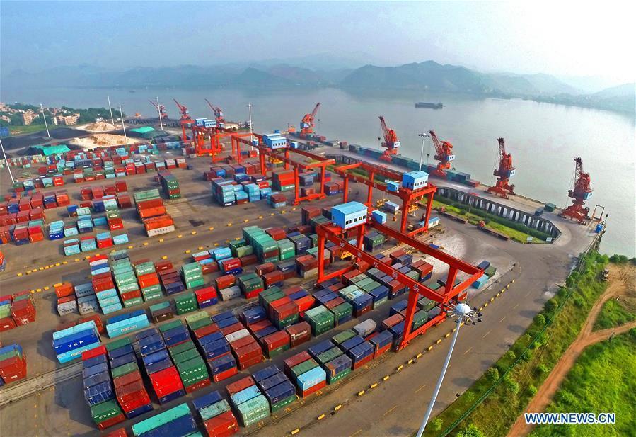 Aerial photo taken on January 1, 2017 shows the view of Chishuigang port along the Xijiang River in Wuzhou, south China\'s Guangxi Zhuang Autonomous Region. Xijiang River is an important trade route in southwest China. (Xinhua/Zhou Hua)