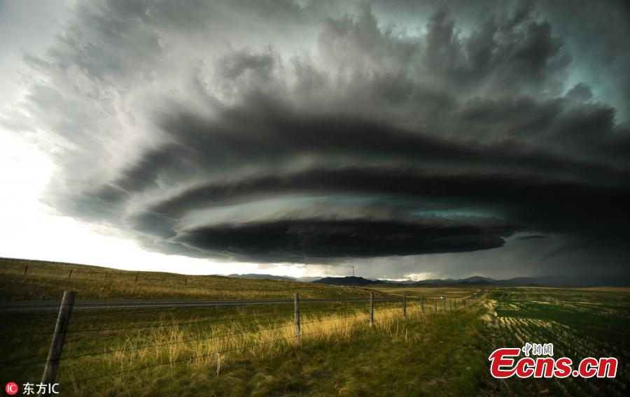 """Images taken by tornado hunter Greg Johnson, 48, show the most dramatic moments in the 2013 tornado El Reno in Oklahoma, the largest ever recorded on earth, which killed storm chaser Samaras, his son Paul as well as National Geographic's Carl Young. """"The tornado was a few hundred meters wide and grew to be 4.2 kilometers wide in less than five minutes,"""" said Johnson. (Photo/IC)"""