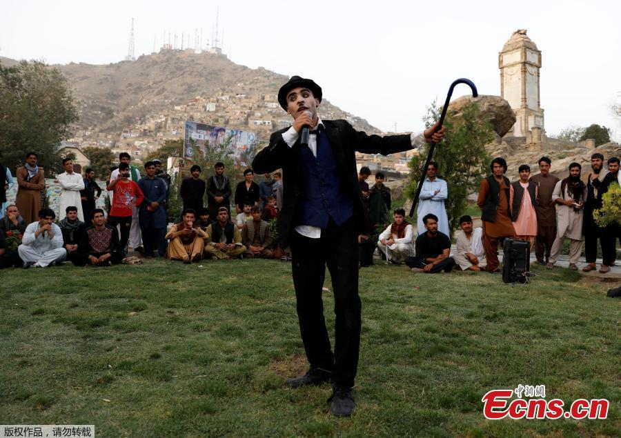 Afghanistan\'s Charlie Chaplin, Karim Asir, 25, performs in a school in Kabul Zoo, Afghanistan, Sept. 4, 2018. Karim Asir says he has witnessed suicide attacks, explosions and threats from hardline Islamic militant groups, but is determined to waddle and bumble to fulfill the primary goal of his life. (Photo/Agencies)