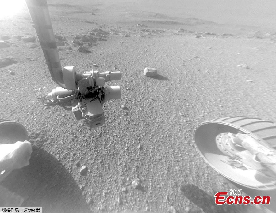 This Jan. 4, 2018 photo made available by NASA shows a view from the front Hazard Avoidance Camera of the Opportunity rover on the inboard slope of the western rim of Endeavour Crater on the planet Mars. A global dust storm prevented sunlight from reaching Opportunity's solar panels, and the rover fell silent in June 2018. Although the skies have cleared considerably, Opportunity has yet to send word to flight controllers as of Tuesday, Sept. 25, 2018.  (Photo/Agencies)