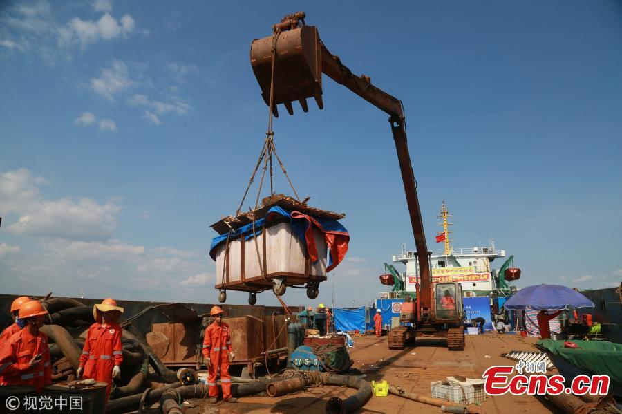 Relics found from the warship Jingyuan, sunk by the Japanese navy during the Sino-Japanese War (1894-1895), are transported at a beach in Zhuanghe City, Northeast China's Liaoning Province, Sept. 25, 2018. Underwater investigation found more than 500 items made of iron, glass, porcelain, leather and other materials. Archeologists identified the shipwreck from a plate carrying the warship\'s name after it was found on the seabed 12 meters underwater with its main body covered in sludge on Sept. 15. (Photo/VCG)