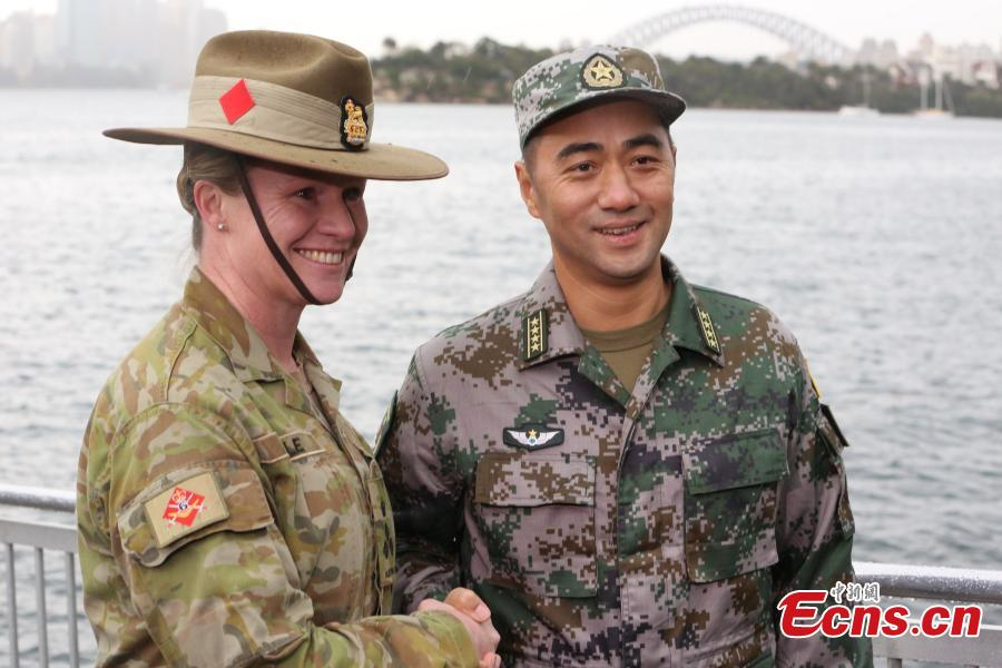 Servicewomen from China and Australia during a joint military training exercise called Exercise Pandaroo 2018 in Sydney, Australia, Sept. 26, 2018. Ten members from each of the two countries\' armies participated in the training. (Photo: China News Service/Tao Shelan)