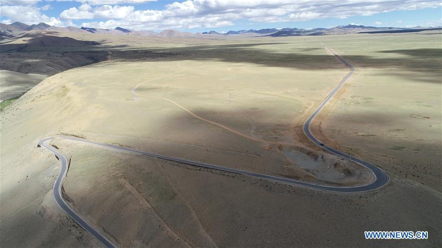 Aerial photo taken on Sept. 10, 2018 shows a view of Zanda highway in Ngari, southwest China\'s Tibet Autonomous Region. The Ngari area has an average altitude of more than 4,000 metres. (Xinhua/Purbu Zhaxi)