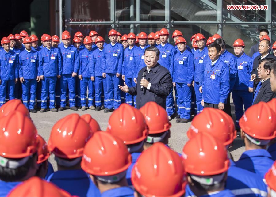 Chinese President Xi Jinping, also general secretary of the Communist Party of China (CPC) Central Committee and chairman of the Central Military Commission, speaks to workers during his visit to China First Heavy Industries (CFHI) in Qiqihar, northeast China\'s Heilongjiang Province, Sept. 26, 2018. Xi inspected Qiqihar on Wednesday. (Xinhua/Yan Yan)