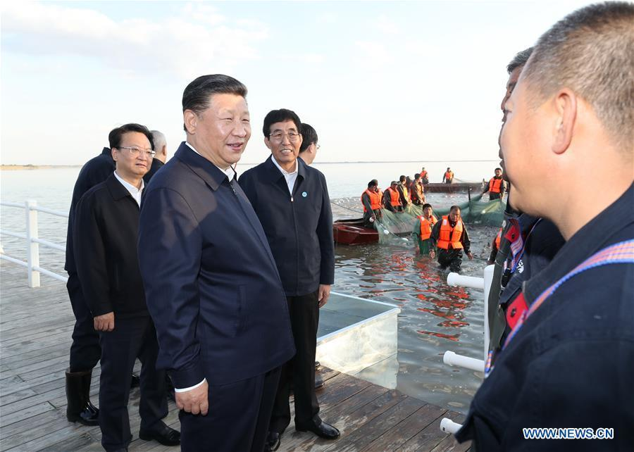Chinese President Xi Jinping, also general secretary of the Communist Party of China (CPC) Central Committee and chairman of the Central Military Commission, talks with fishermen as he visits the Chagan Lake in Songyuan, northeast China\'s Jilin Province, Sept. 26, 2018. Xi inspected Songyuan on Wednesday. (Xinhua/Ju Peng)