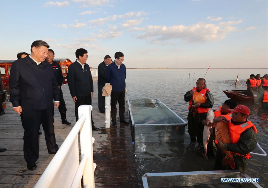Chinese President Xi Jinping, also general secretary of the Communist Party of China (CPC) Central Committee and chairman of the Central Military Commission, learns about the fishing condition at the Chagan Lake in Songyuan, northeast China\'s Jilin Province, Sept. 26, 2018. Xi inspected Songyuan on Wednesday. (Xinhua/Ju Peng)